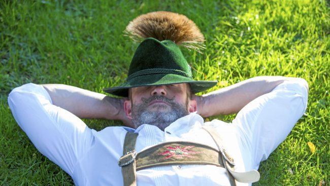 Sombrero con un Gamsbart: accesorio tradicional de los hombres alemanes