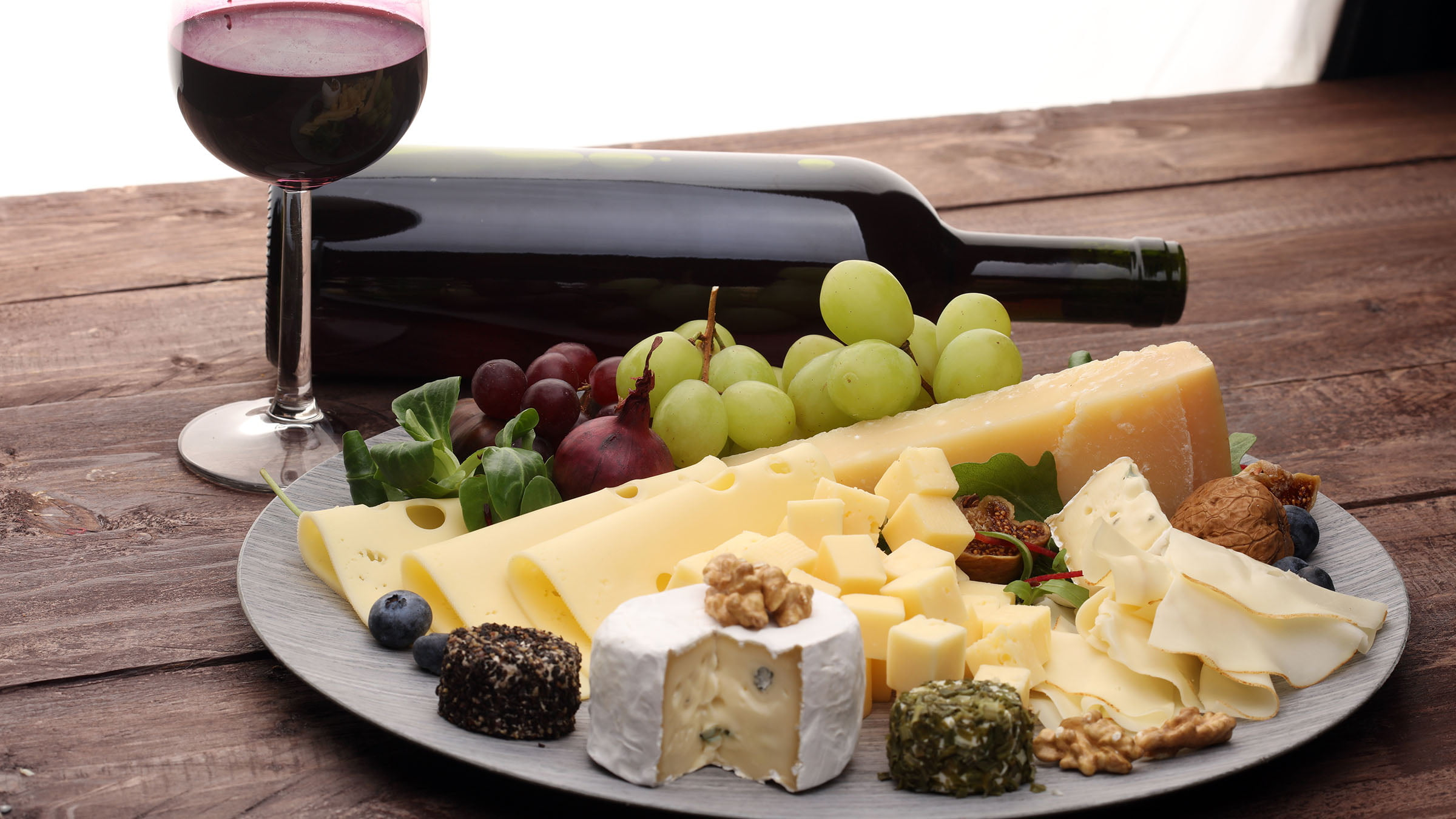 Aperitivos quesos con vino