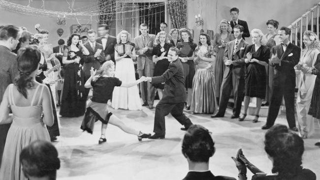 Mozos bailando durante os anos trinta, a era do swing