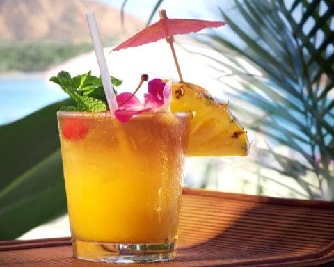 Bebida de ron Maitai