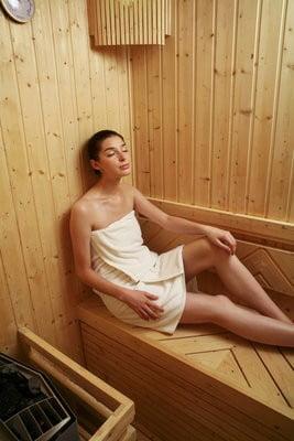 Beneficios de la Sauna relajandose