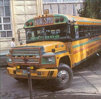 Antiguo bus escolar reciclado