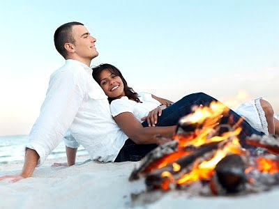 Camping en la playa  pareja