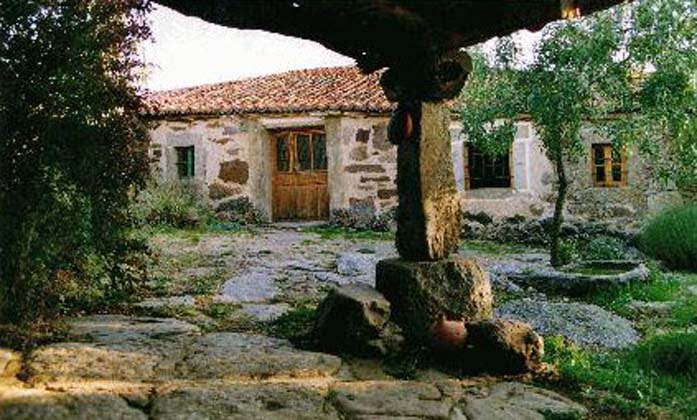 Casas rurales de vila - Patios rurales ...