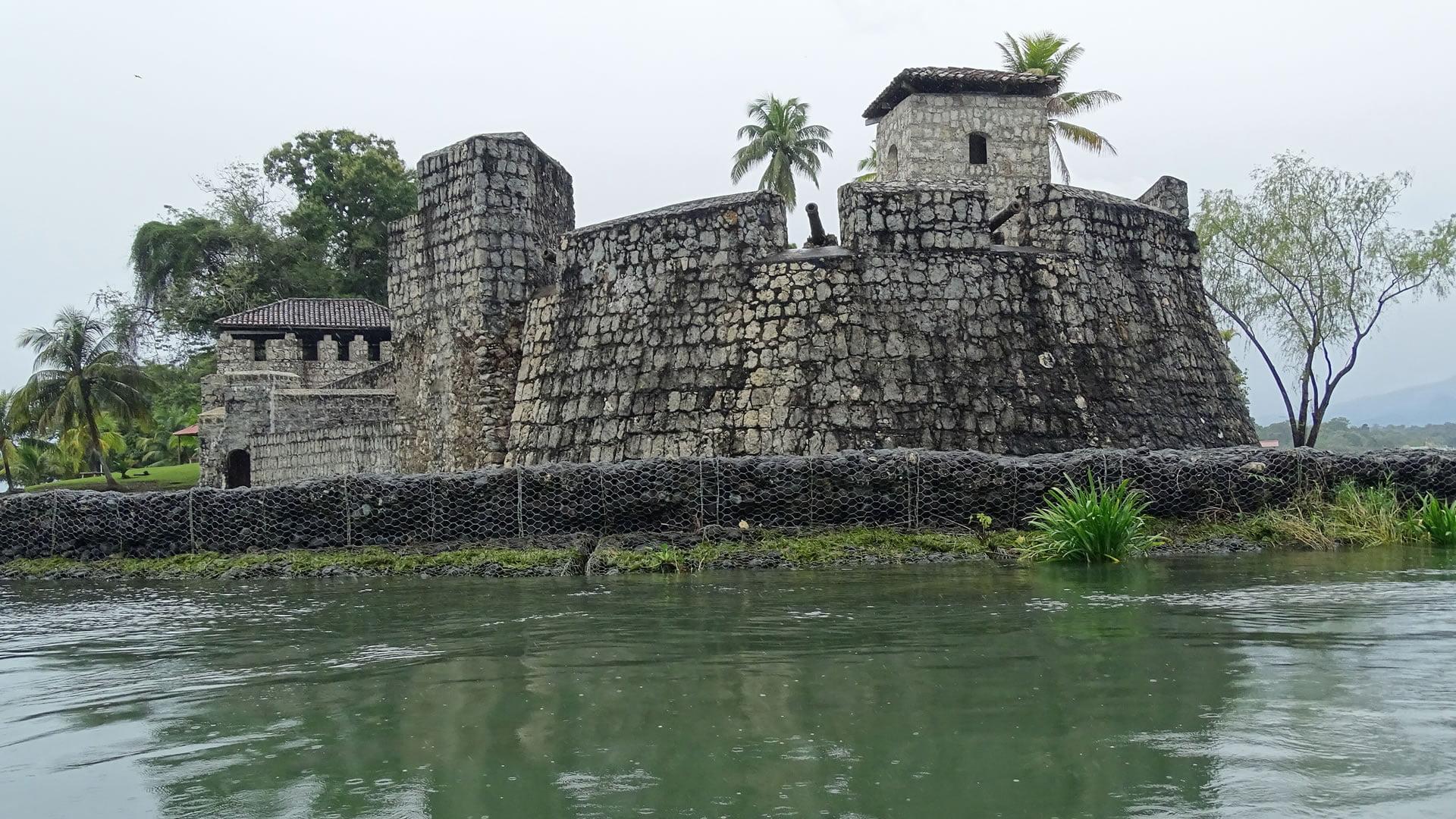 Castillo de San Felipe Guatemala Wikipedia Castillo de San Felipe de Lara