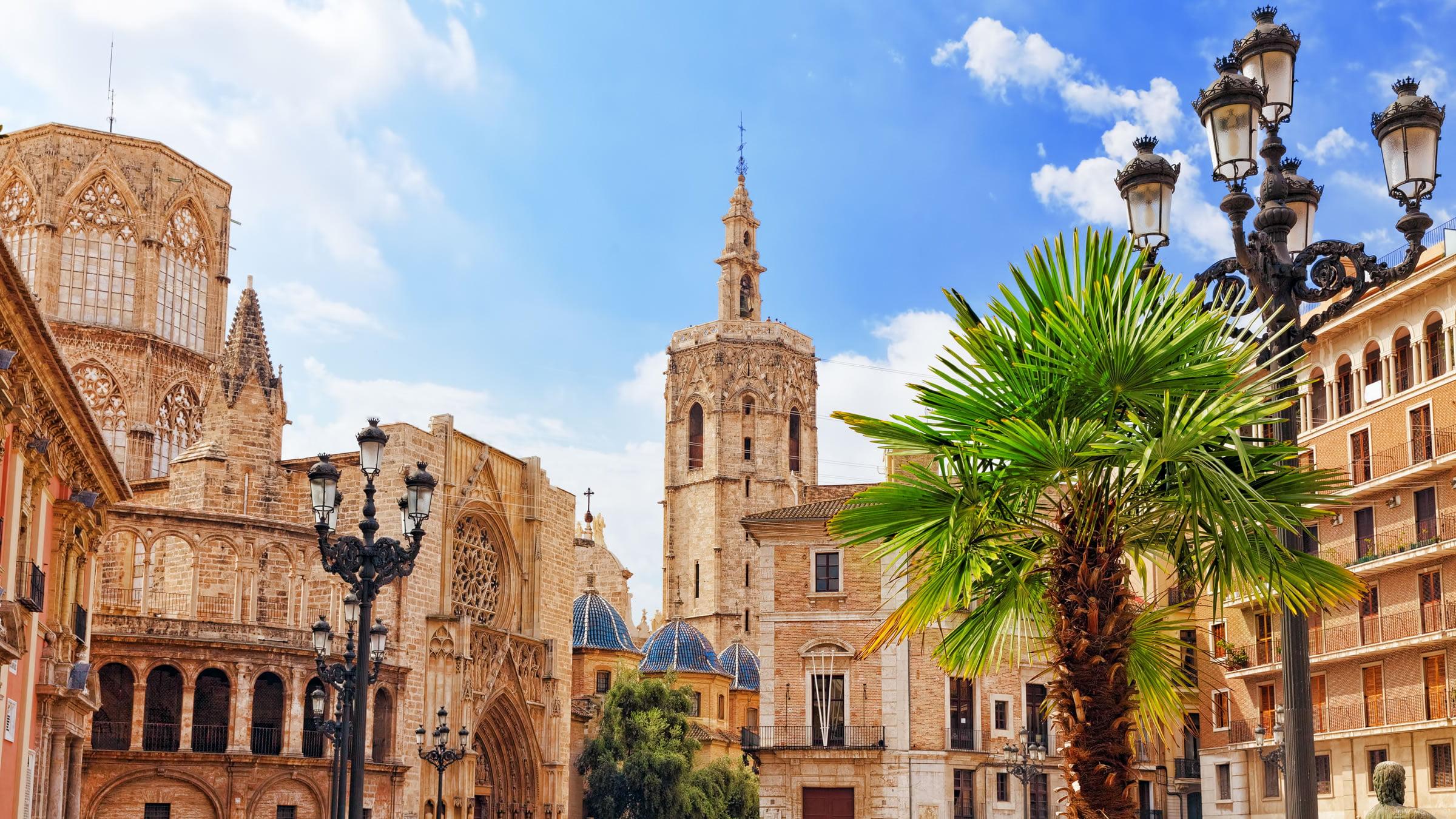 La catedral y el miguelete de valencia for Ciudades mas turisticas de espana