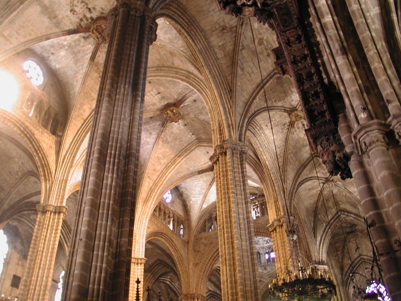 Columnas de la catedral for Catedral de barcelona interior