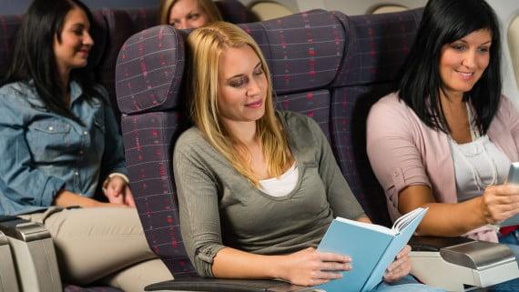 Estar entretenido durante el vuelo
