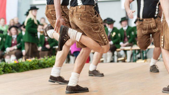 The Schuhplattler: dantza tradizionala Alemaniatik