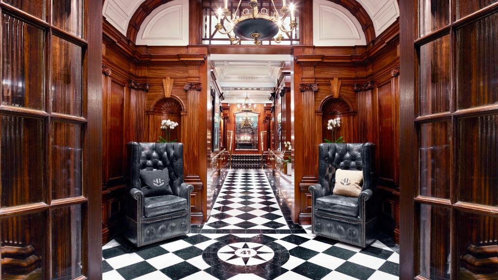el lujo y la elegancia del hotel 41 en londres. Black Bedroom Furniture Sets. Home Design Ideas