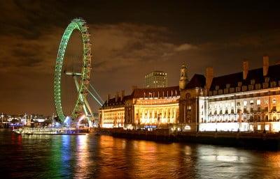 El Ojo de Londres de noche