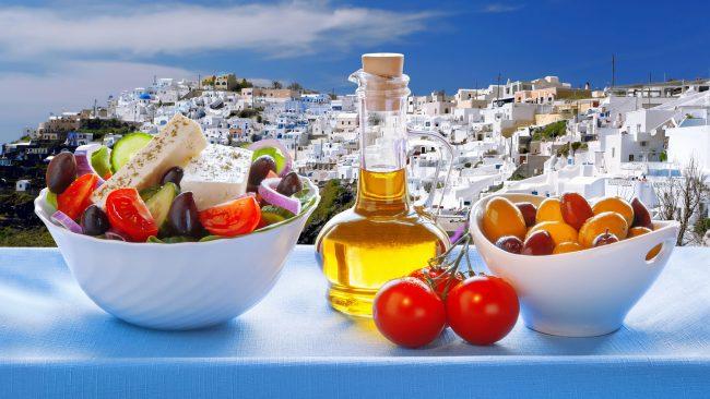 Elaboración de la ensalada griega clásica