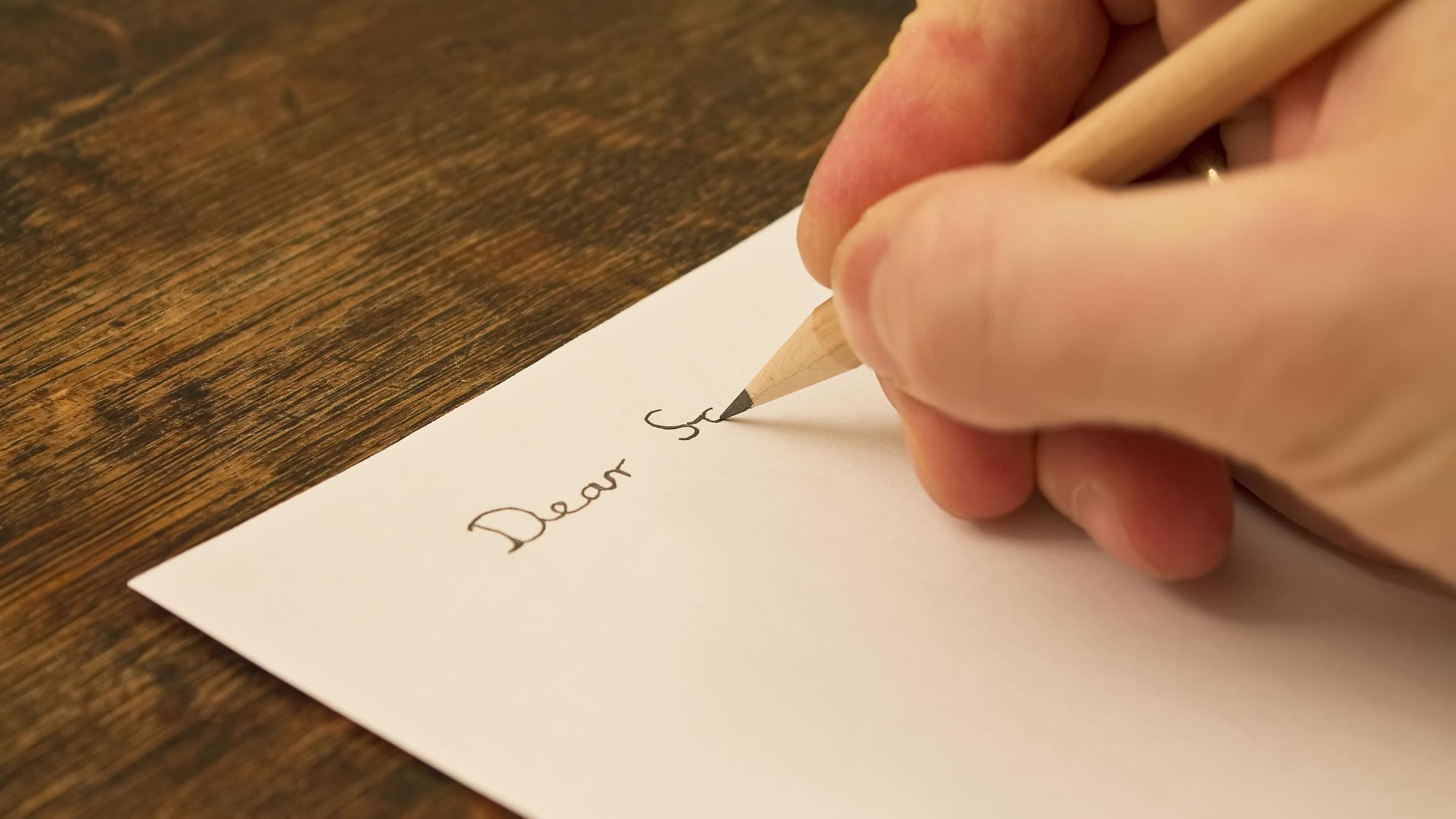 """Empezar una carta con """"Dear"""" en inglés"""
