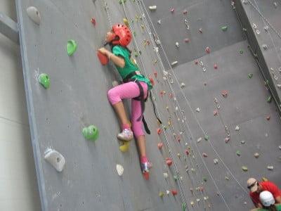 Escalar en rocodromo