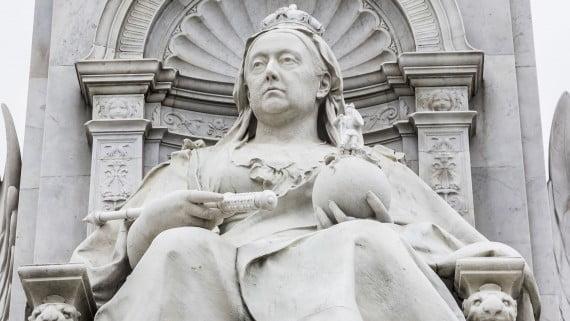 Estatua de la Reina Victoria de Inglaterra construida frente al Palacio de Buckingham