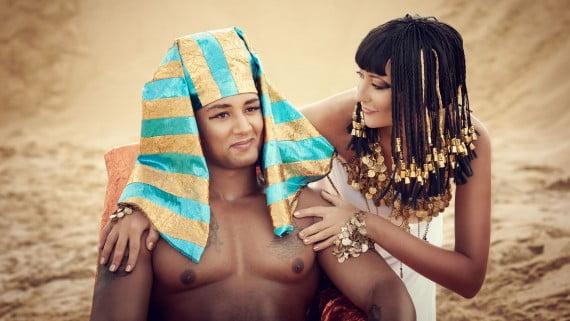 Faraón junto a Gran Esposa Real