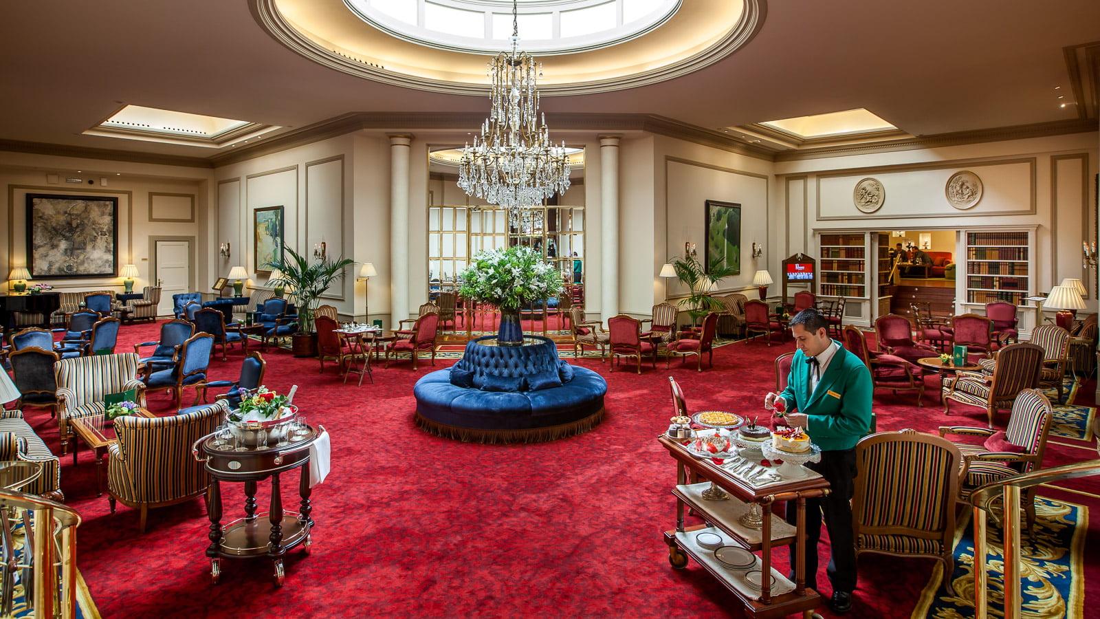 Hall del hotel wellington de madrid for Hoteles gran lujo madrid
