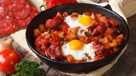 Huevos a la flamenca, el plato por excelencia de Sevilla