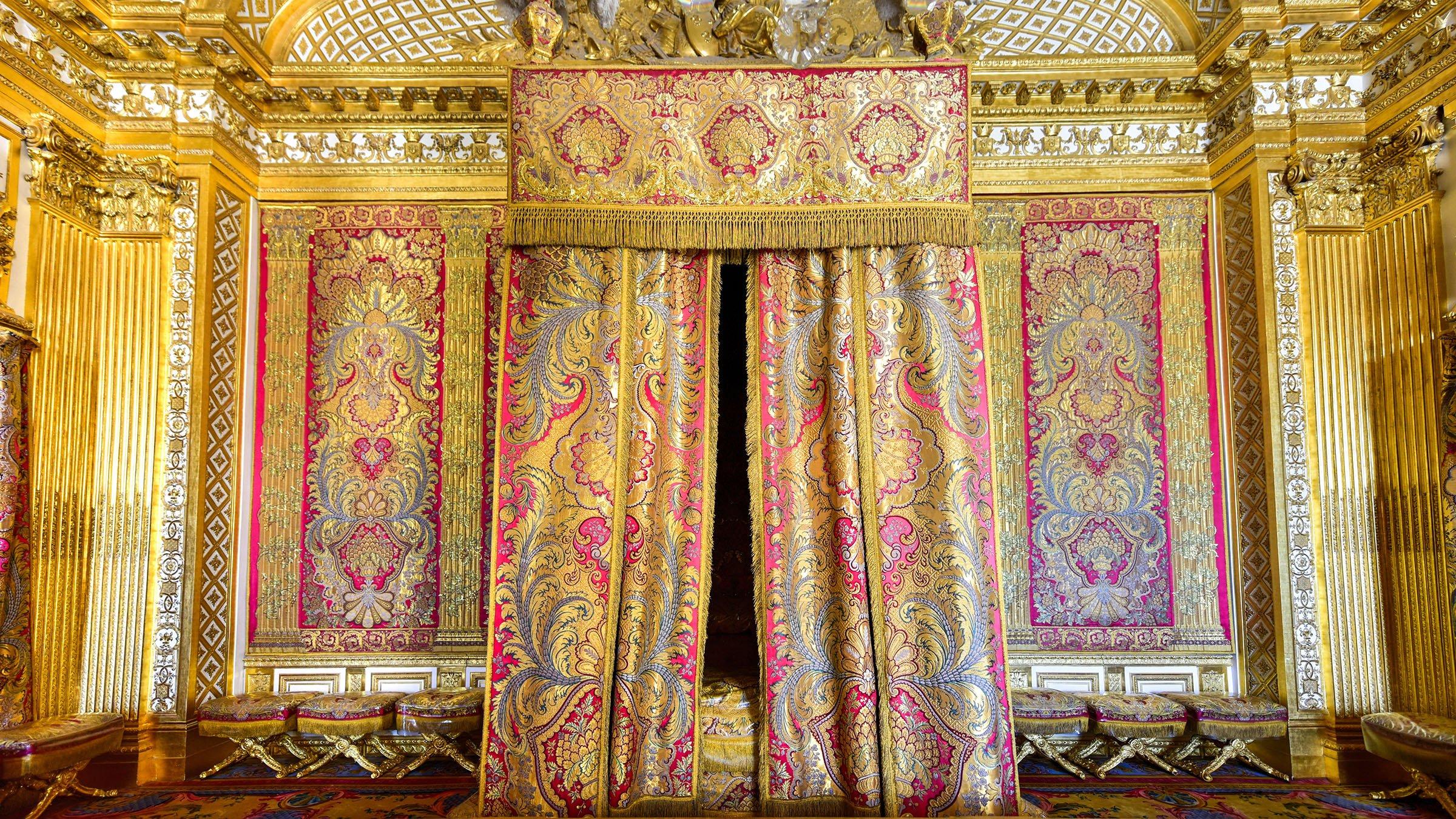 Interior del palacio de versalles for Salon los espejos