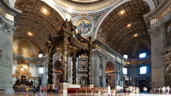Interior de la Basílica de San Pedro, Roma, Italia