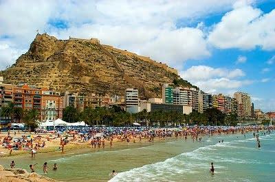 La Playa de Alicante bañistas