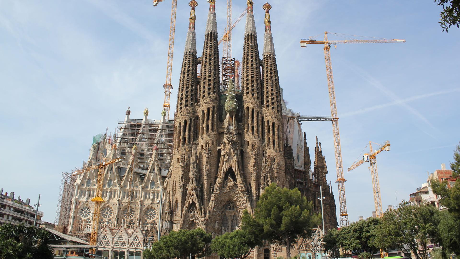 La sagrada familia el monumento m s importante de barcelona for De la sagrada familia