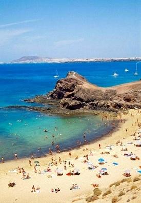 La playa de Lanzarote gente