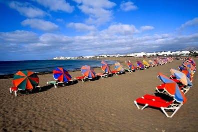 La playa de Lanzarote sillas