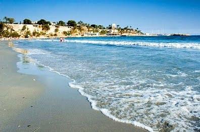 La playa de San Juan en Alicante mar