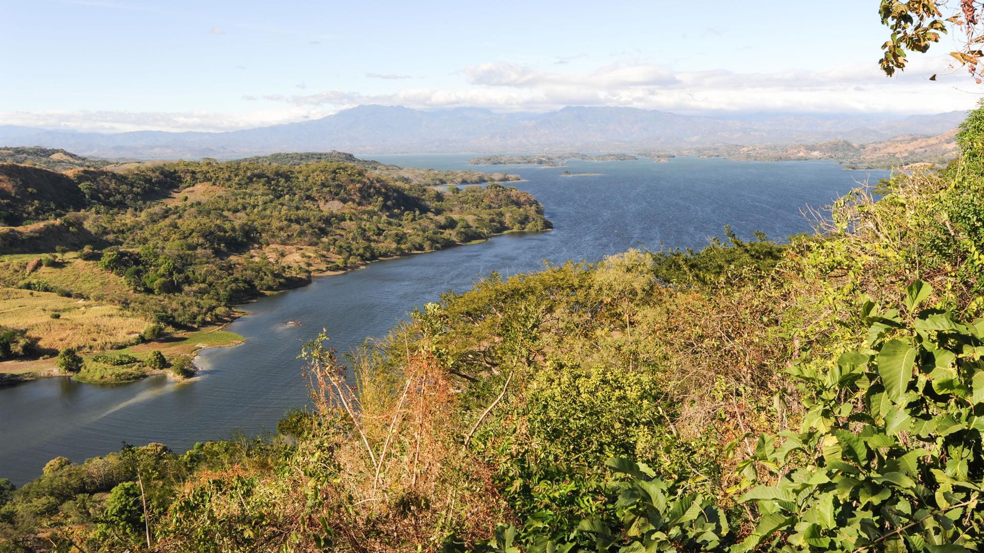 lago suchitlan  el salvador