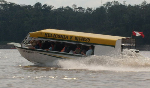 Lancha en el Río Amazonas