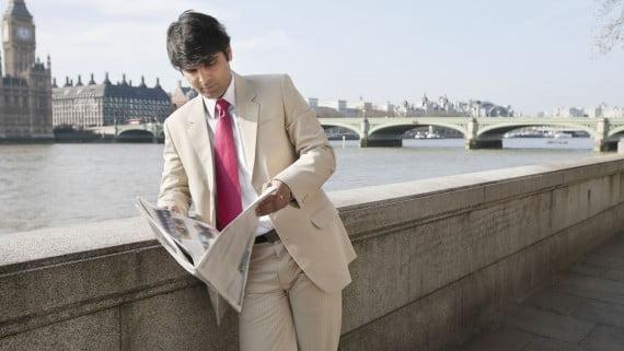 Leer el periódico en Londres