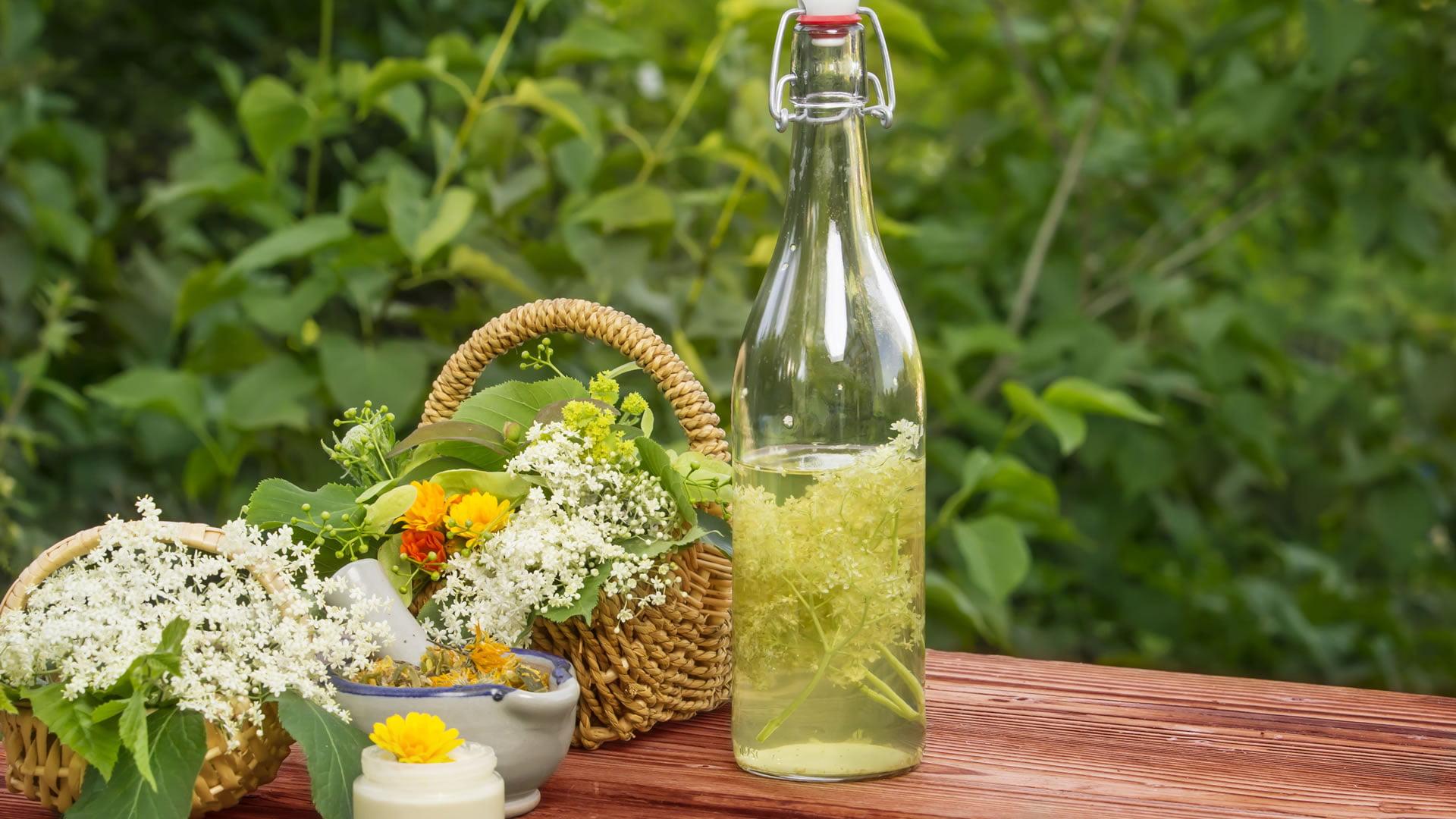 Licor de hierbas o flores
