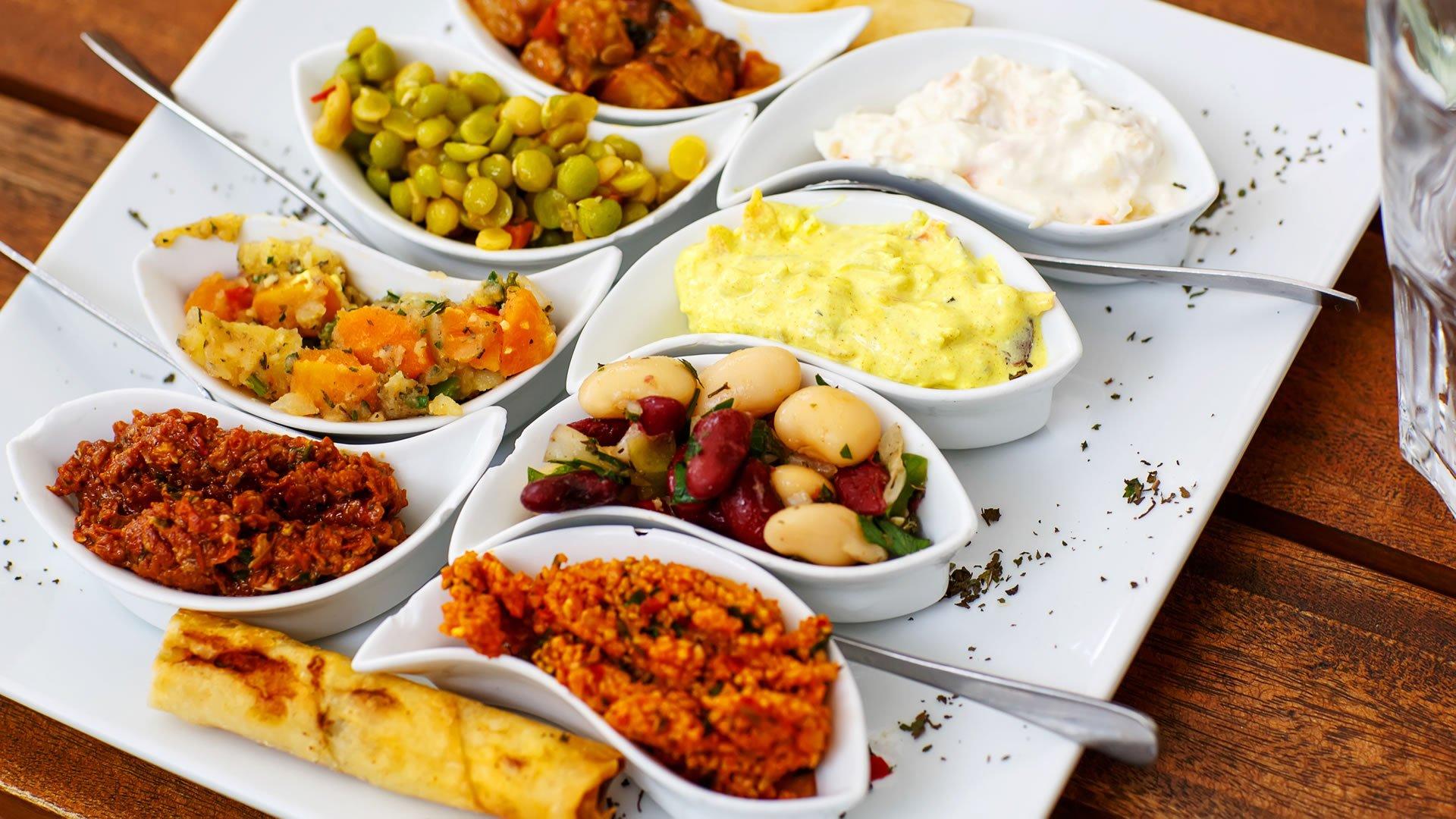 ¿Qué son los mezzedes o aperitivos griegos?