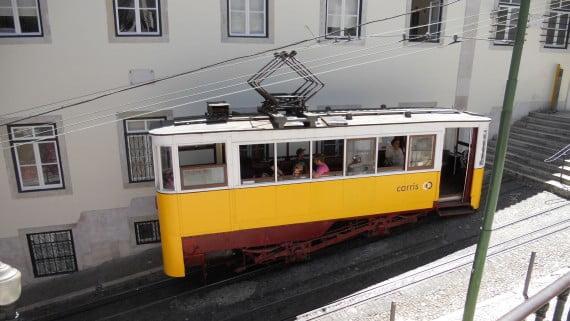 Los famosos tranvías amarillos de Lisboa (Portugal)