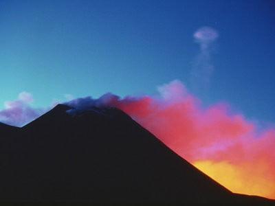 Mapa volcánico & volcanes en erupción