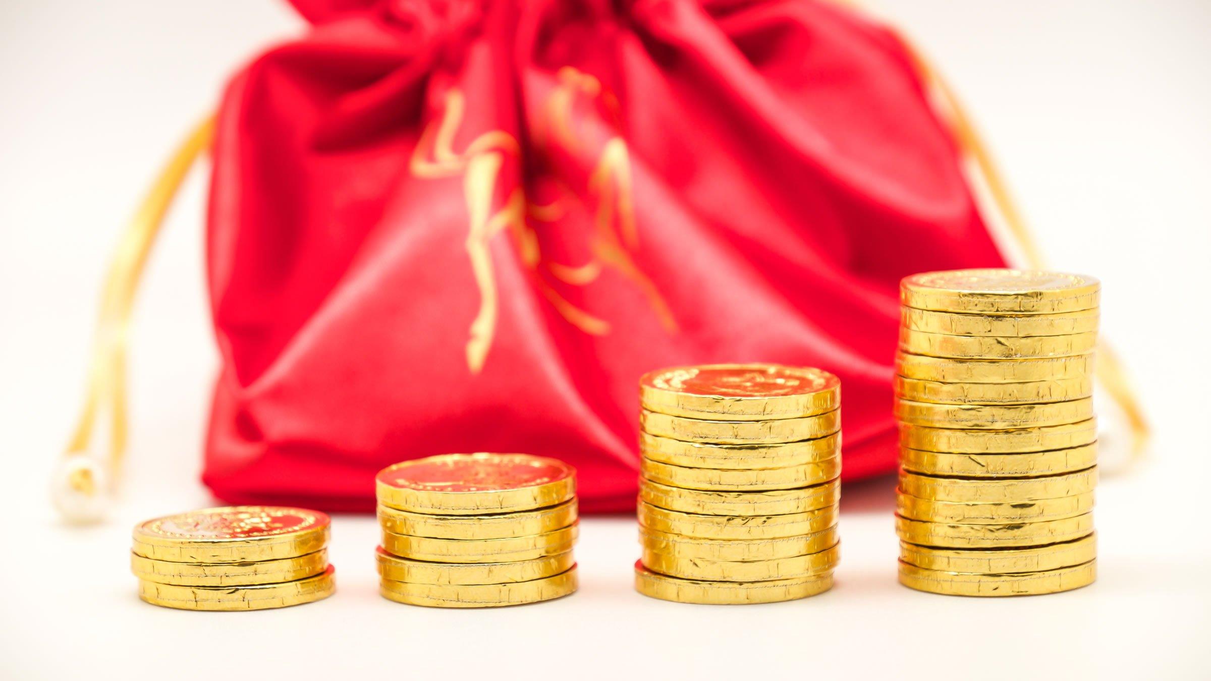 Monedas de chocolate durante la misa fúnebre en los entierros chinos