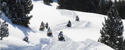Motos de nieve en Baqueira