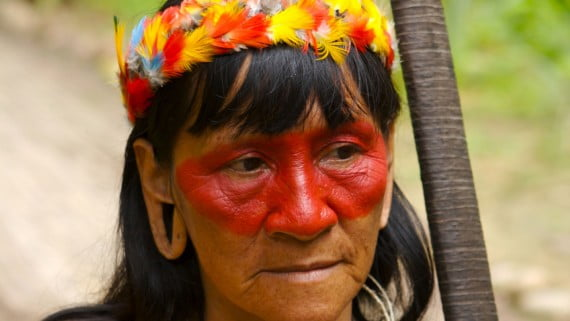 Mujer-cazadora de la Amazonia ecuatoriana