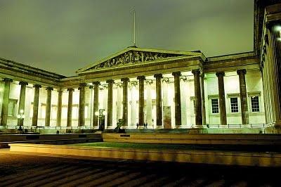Museo Británico de Londres de noche