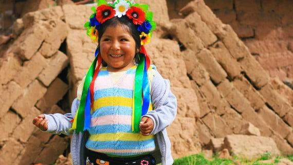 El atuendo de los niños de la Tribu Aymara, Andes peruanos