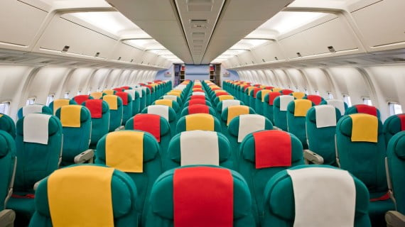 Numeración y medidas de los asientos de una aeronave