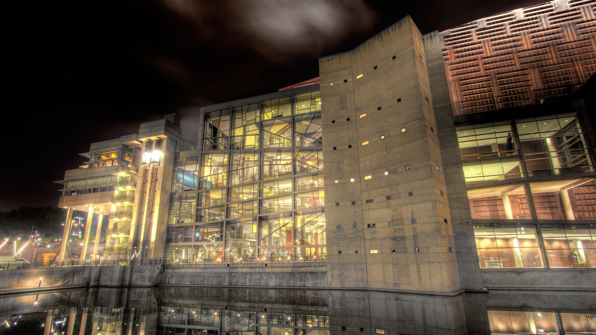 Palacio Euskalduna de noche, Bilbao, Vizcaya, España
