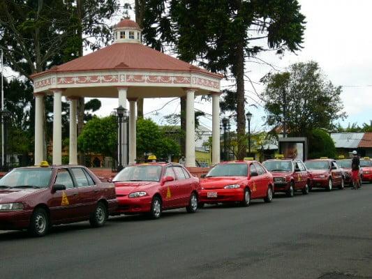 Parada de taxis en San José