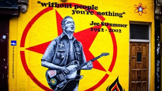Pintura de Joe Strummer en Portobello Road