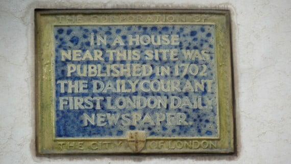 Placa de la fundación del Daily Courant