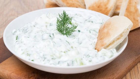 La salsa tzatziki o salsa de yogur