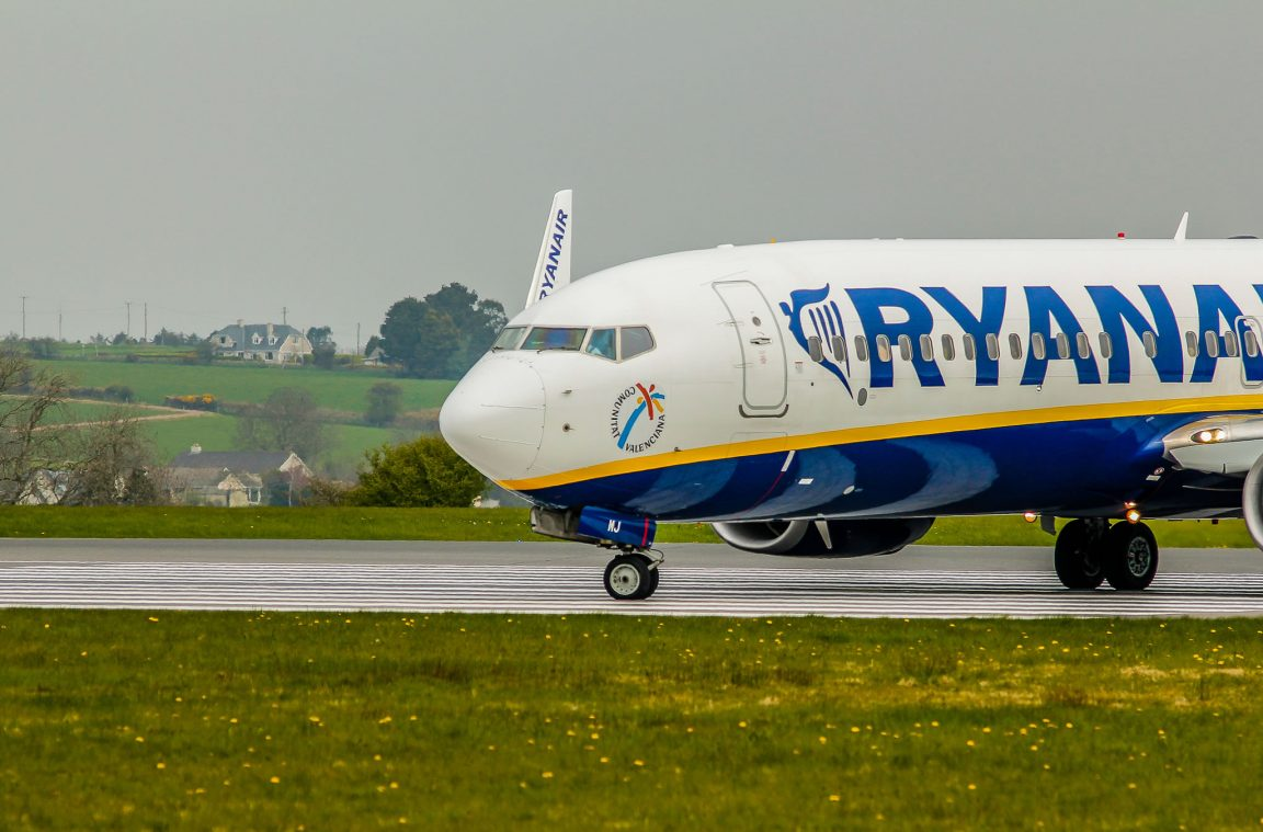 An lisis de la aerol nea ryanair ventajas e inconvenientes for Aereo barcelona paris