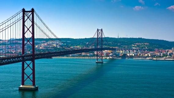 Puente 25 de Abril o Puente Salazar, Almada, Portugal