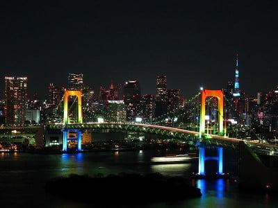 Rainbow bridge de noche